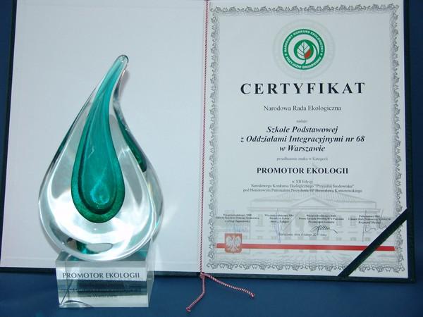 Certyfikat Promotr Ekologii oraz statuetka